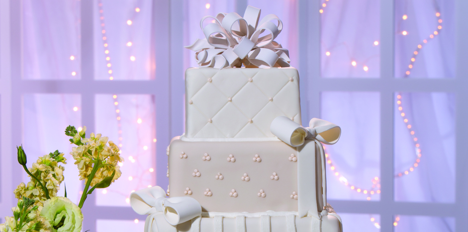 Breaking Tradition: New Twists on the Wedding Cake Classic