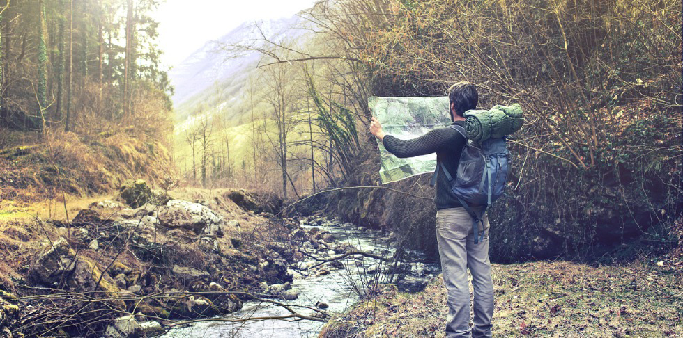 03_MB_Hiking_Body Image_Man with map