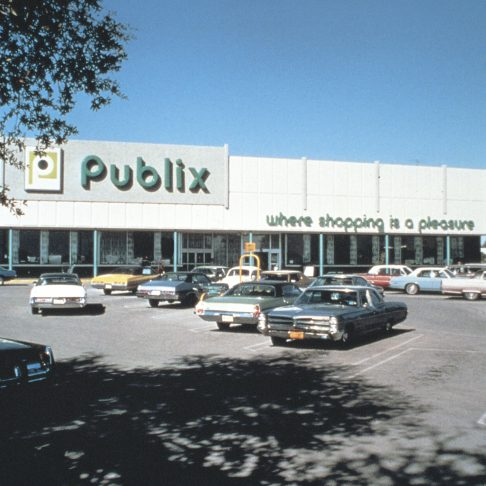 "alt= ""square publix logo on outside of store"""